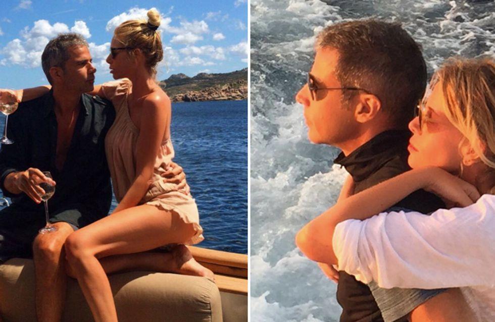 Le vacanze della Marcuzzi tra romantici baci a bordo yacht, coccole con i figli e bikini mozzafiato!