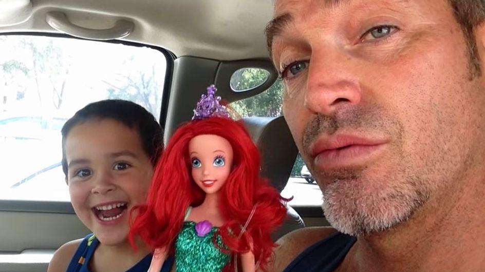 [Vídeo] Así es la reacción de un padre cuando su hijo elige como regalo una muñeca