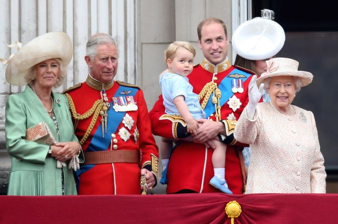 Camilla, Charles, George, William, Kate et la Reine Elizabeth