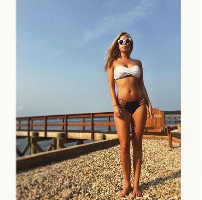 Leah Kelley à la plage.
