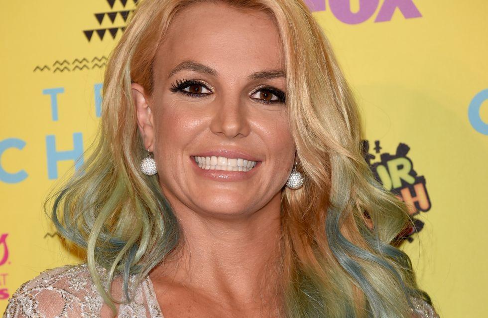 Britney Spears joue (encore) à la petite sirène (Photos)