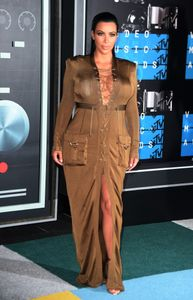Kim Kardashian enceinte aux MTV Video Music Awards 2015