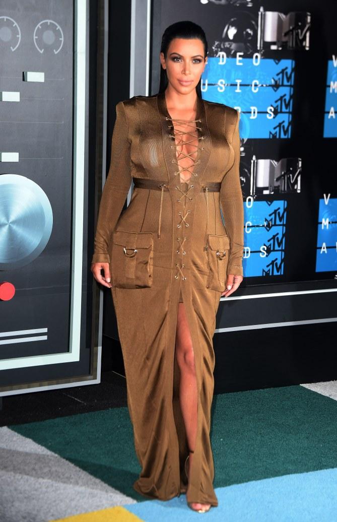 Kim Kardashian enceinte aux MTV Video Music Awards 2015