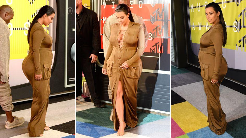 Lato B esplosivo e forme over. Kim, sei proprio sicura di aver scelto bene l'abito?