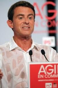 La chemise mouillée de Manuell Valls à La Rochelle