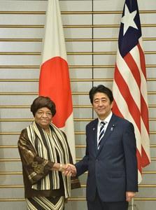 Ellen Johnson Sirleaf et Shinzo Abe