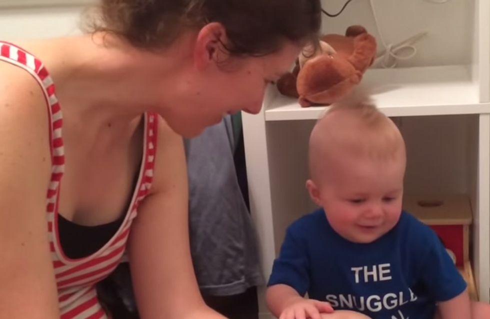 Mama liest ihm sein absolutes Lieblingsbuch vor - genau deshalb ist der Kleine am Ende völlig verzweifelt