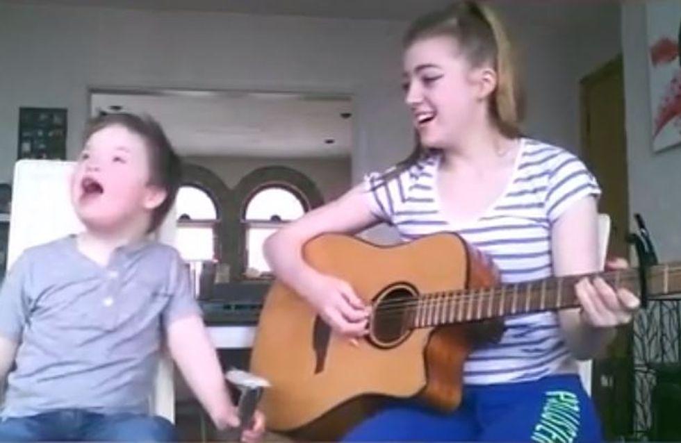 Dieses Duett geht ans Herz: Diese Schwester singt mit ihrem kleinen Bruder
