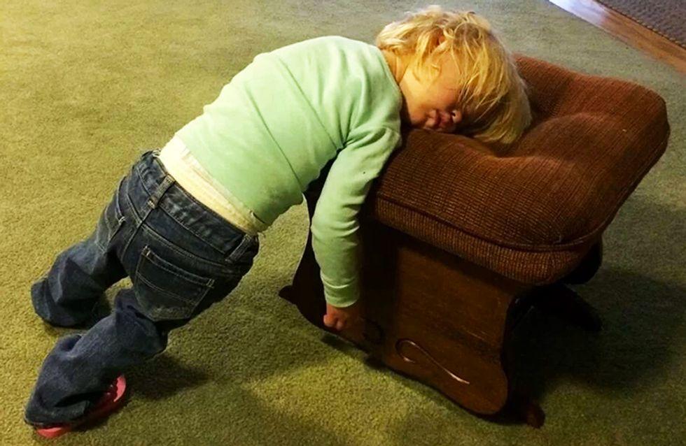 40 niños capaces de dormir, literalmente, en cualquier parte