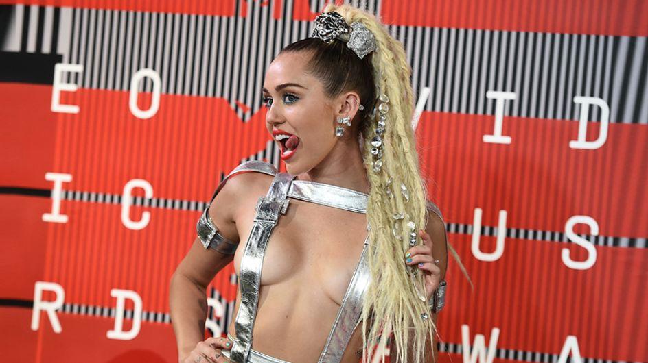 Miley Cyrus arrasa cual 'wrecking ball' y gana el peor look de la semana