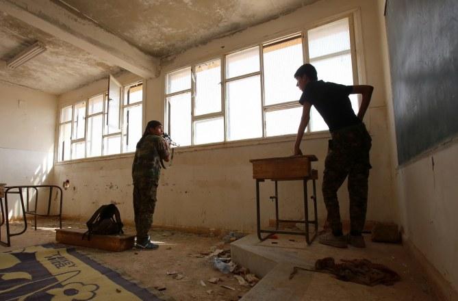 Une école occupée par un groupe armé.