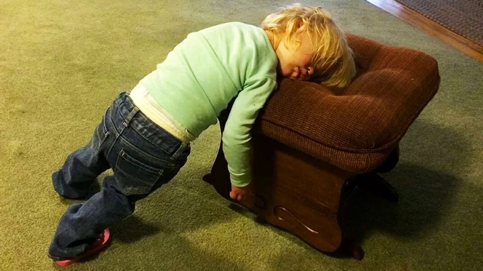 30 crianças que conseguem dormir em qualquer lugar. Literalmente