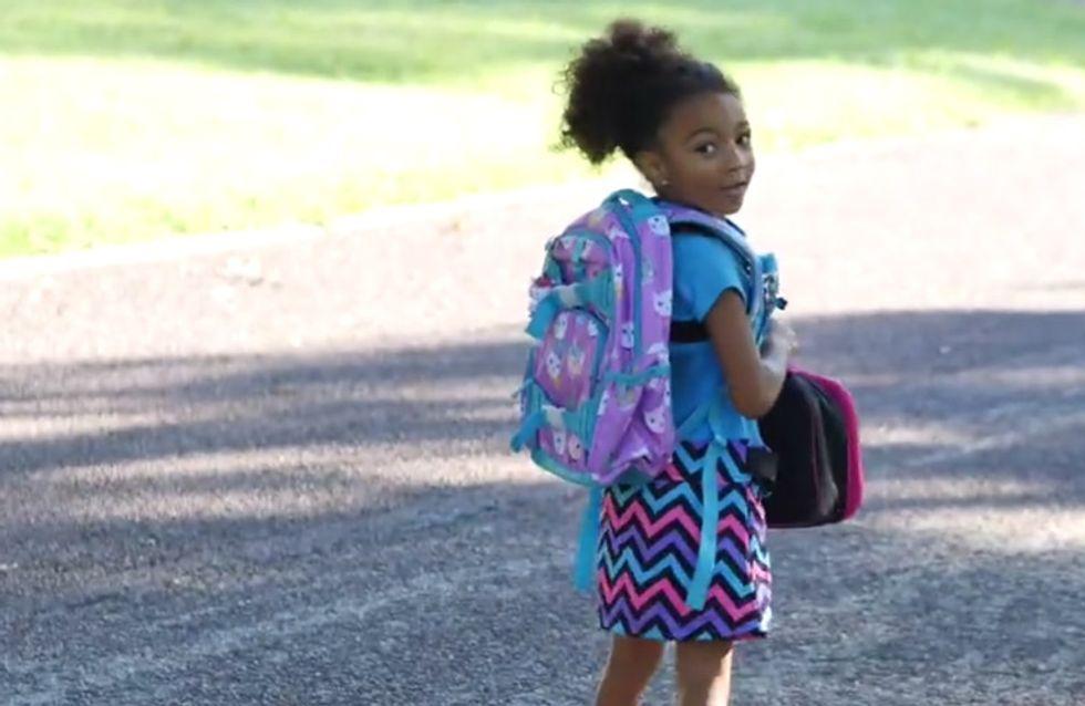 Dieses kleine Mädchen läuft an ihrem ersten Schultag mit einer Kamera durch die Gegend - was sie zeigt, kennen wir alle