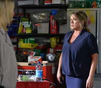 Eastenders ​18/09 - Charlie's offer plays on Roxy's mind
