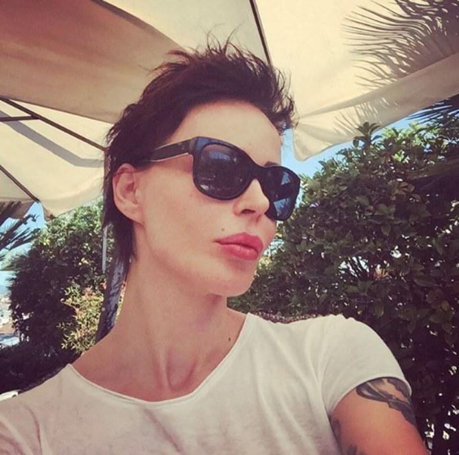 Nina Moric con il nuovo taglio