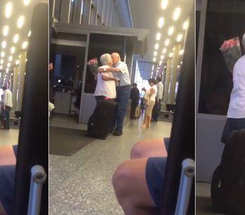 Video/ True love: ecco perché tutte si sono innamorate di questo anziano signore