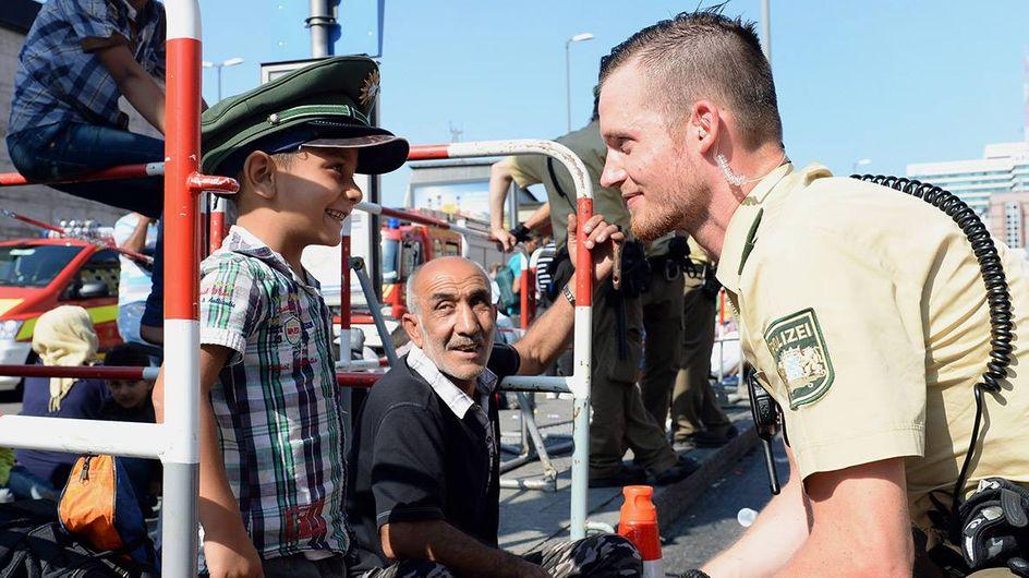10 Momente, in denen Menschen in Deutschland Flüchtlinge willkommen heißen