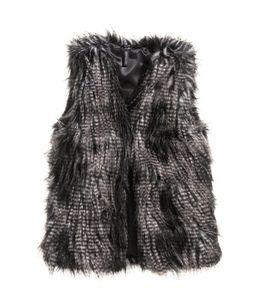 Weste aus Fellimitat von H&M, 34,99 €