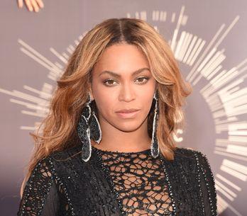 Beyoncé, naïade sexy et topless pour Flaunt Magazine (Photos)