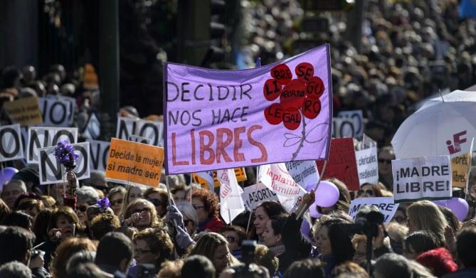 Une manifestation pro-avortement contre le projet de loi espagnol