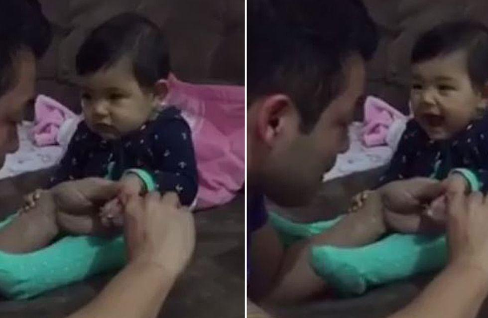 Was dieses kleine Baby macht, um seinen Papa zu erschrecken, ist unfassbar putzig
