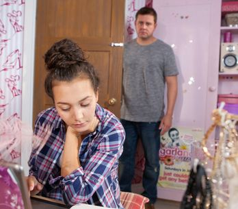 Hollyoaks 22/09 - Reenie smashes Derek's pocket watch