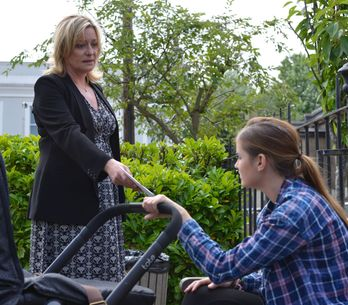 Eastenders 23/09 - Jane secretly prepares to give her witness statement