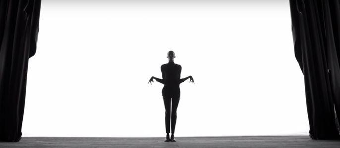 """Stromae dans son clip """"Quand c'est"""""""