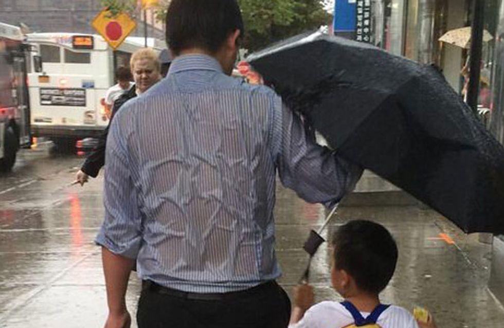 El papá del paraguas y otros padres que nos han regalado momentos entrañables en la red