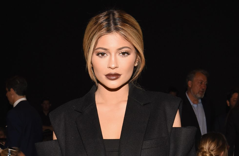 Kylie Jenner ose les cheveux verts sur le red carpet (Photos)