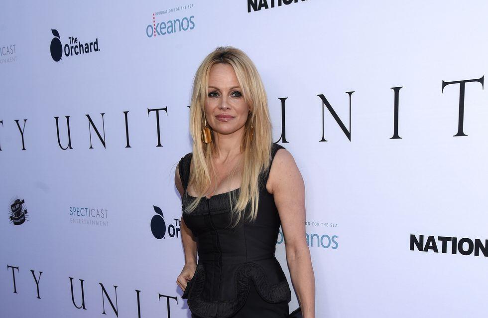 A 48 ans, Pamela Anderson se met à nu pour FLAUNT Magazine (Photo)