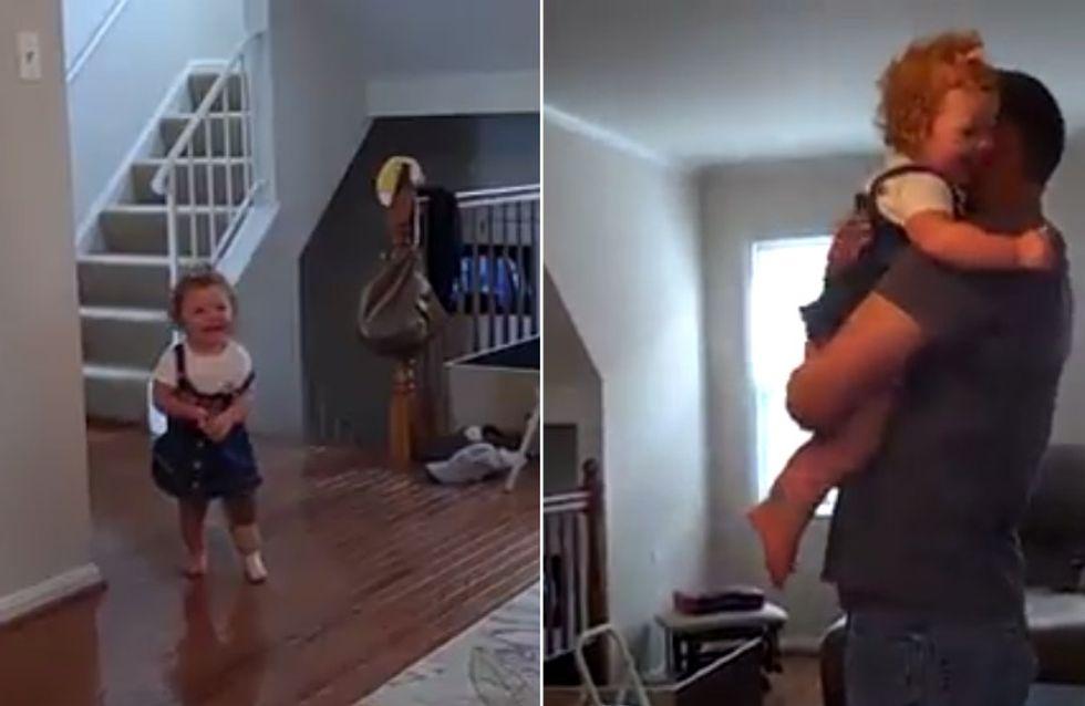 41 Sekunden pure Lebensfreude: Dieses kleine Mädchen läuft zum ersten Mal mit ihrer Beinprothese