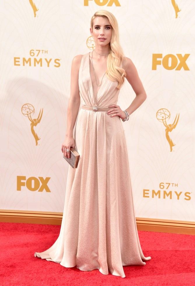 Emma Roberts en Jenny Packham pour les Emmy Awards 2015