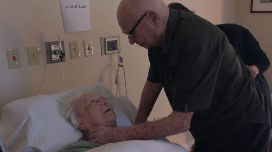 Dieser 92-Jährige singt seiner Ehefrau ein rührendes Liebeslied am Sterbebett
