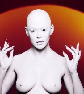 Rose McGowan, seins nus et chauve pour son premier titre contre le bodyshaming (