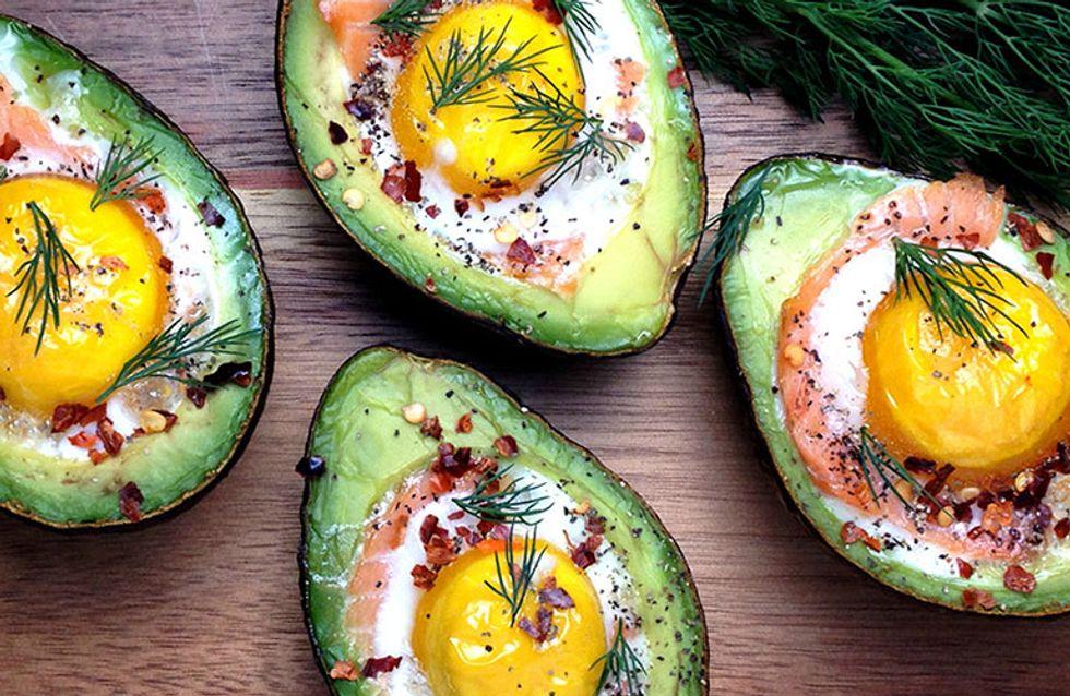 Abacate recheado com salmão e ovo: combinação que faz bem. Veja a receita!