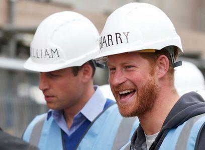 Les princes William et Harry en plein chantier