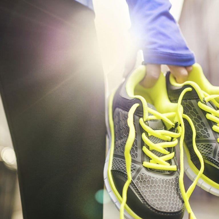 Dolore al ginocchio dopo la corsa: perché succede e gli esercizi per tornare a correre