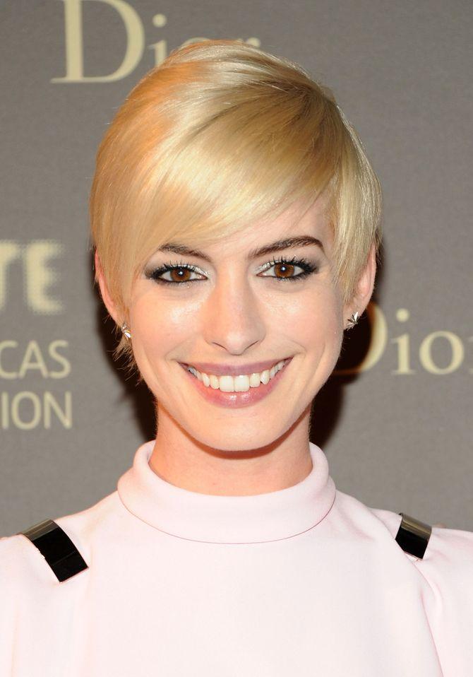 Ponyfrisuren für ovale Gesichter: Anne Hathaway