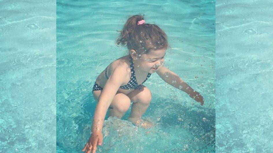 Die ganze Welt rätselt: Ist das Mädchen auf diesem Bild ÜBER oder UNTER Wasser?!