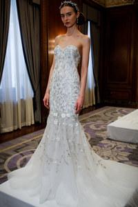 Robe de mariée surpiquée de fleurs Marchesa
