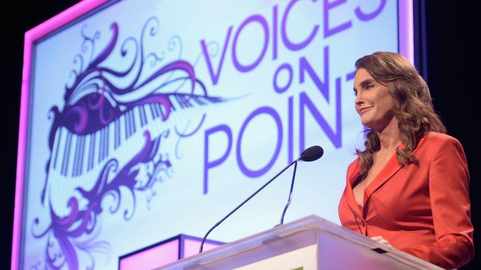 Caitlyn Jenner en décolleté plongeant à un gala (Photos)