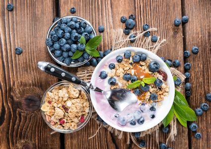 Yogur con cereales y açaí