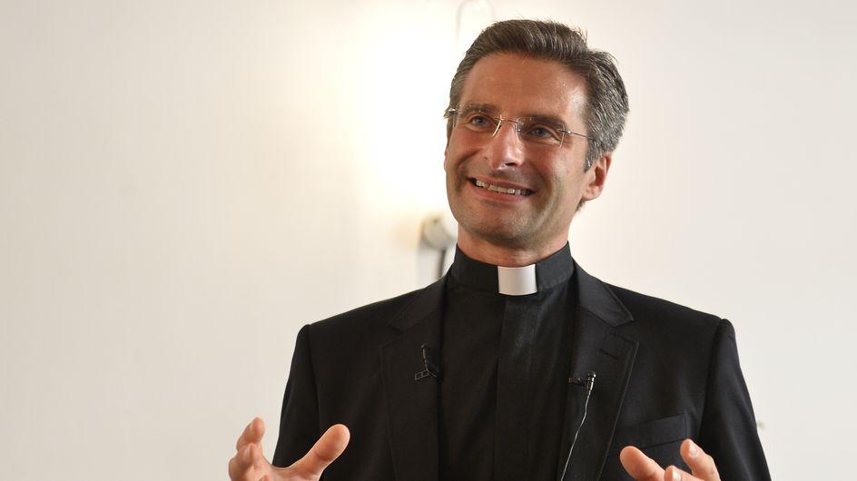 Un prêtre polonais fait son coming out pour faire avancer les mentalités mais embarrasse le Vatican