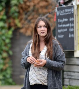Eastenders 15/10 - News about Fatboy and Donna spreads around the Square