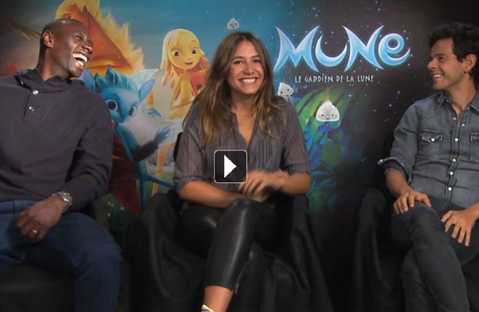 Des muscles, des rires et des larmes avec Izïa Higelin, Omar Sy et Michaël Gregorio dans Mune (Interview vidéo)