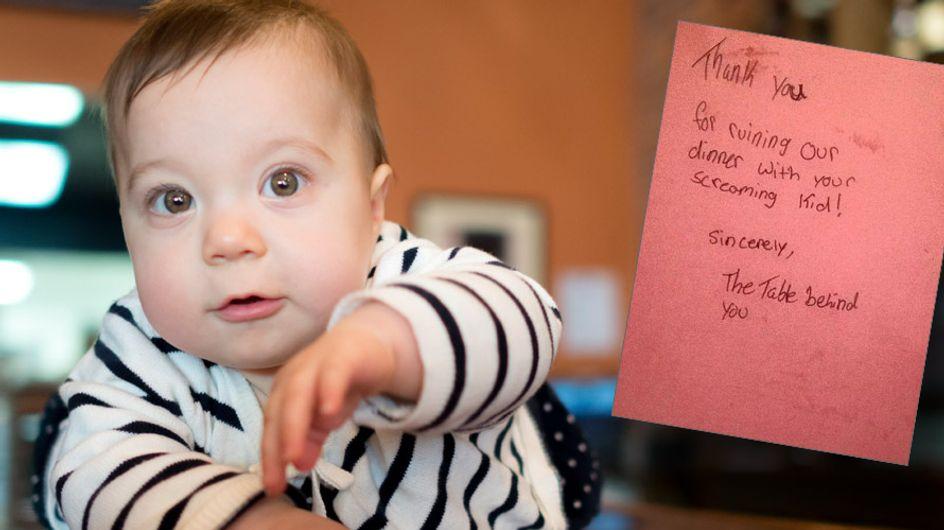 Eine Mutter erhält diese fiese Nachricht, weil ihr Baby laut ist. Doch dann kommt alles anders!