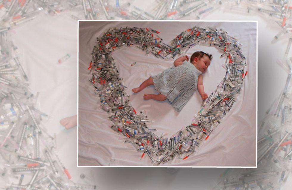 Ein Baby liegt inmitten hunderter Nadeln – die Geschichte dahinter wird euch bewegen