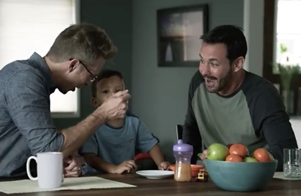 Une pub met en scène un couple gay et son fils, les Twittos réagissent
