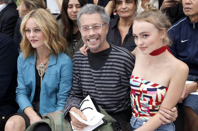 Lily-Rose Depp et sa mère Vanessa Paradis au premier rang du défilé Chanel à la Fashion Week